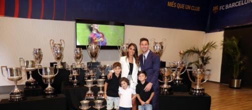 Lionel Messi junto a Antonela Roccuzzo y sus hijos Thiago, Meto y Ciro (Instagram/@leomessi)