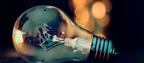 El precio de la luz sigue subiendo, mientras la población busca la manera de paliar la subida (Pixabay)