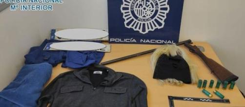 Material incautado a los detenidos donde destaca una escopeta (Policía Nacional)