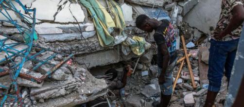 Earthquake in Haiti kills hundreds (Image source: ABC News/YouTube)