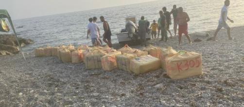En la lancha incautada había más de 270 kilos de hachís (RRSS)