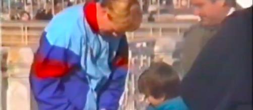 Gérard Piqué dévoile une vidéo de lui enfant demandant un autographe à Koeman - Source : capture d'écran vidéo Twitter