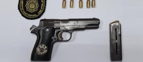 Agentes de la Policía Nacional han detenido un hombre por pedir una copa con actitud amenazante y portar un arma ilegalmente (Policía Nacional)