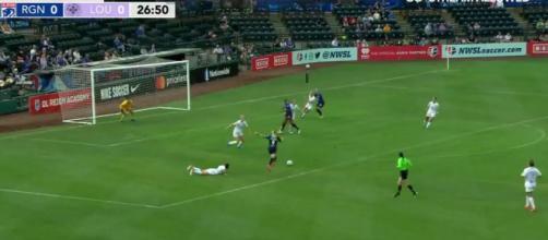 Eugénie Le Sommer a inscrit ses deux premiers buts américains la nuit dernière - Source : capture d'écran, Youtube