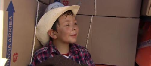 Guille se esconde em um caminhão. (Divulgação/Televisa)