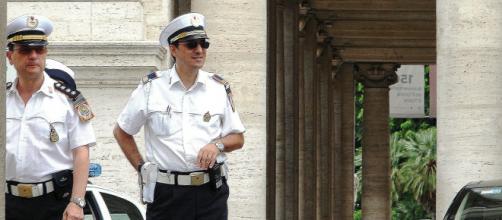 Imagen de dos agentes de la policía romana (Pixabay)