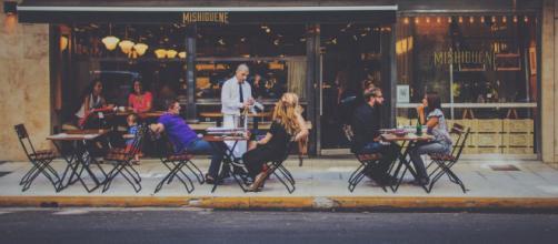 Las quejas de Enrique Moris por el trato recibido de un camarero se ha hecho viral por la escandalosa cifra que se gastó en una cena - Pixabay