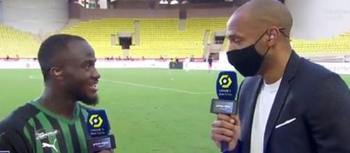 Thierry Henry fait le show en interview et fait danser Ignatius Ganago (capture Amazon Prime)