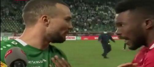 Serey Dié confronte un adversaire devant les caméras après des actes présumés racistes - Source : Twitter @LKsportif