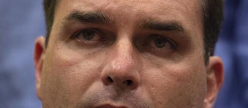 Flávio Bolsonaro teria se envolvido em compra de vacina (Arquivo Blasting News)