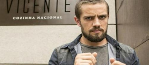 Vicente é preso em 'Império' (Reprodução/Rede Globo)