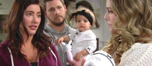 Steffy, Finn, Sheila e il piccolo Hayes.