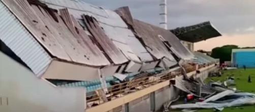 Une tribune s'écroule en plein match de football au Brésil (Source : capture Youtube)