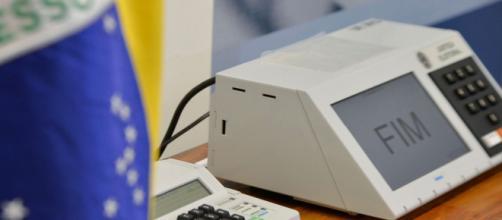 Votação eletrônica atestada pelos presidentes do TSE (Agência Brasil)