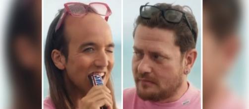 Aless Gibaja se convierte en heterosexual en la campaña que protagoniza para Snickers - Collage captura de pantalla