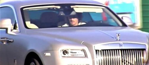 Antoine Griezmann au volant de sa Rolls Royce - Source : capture d'écran, Youtube