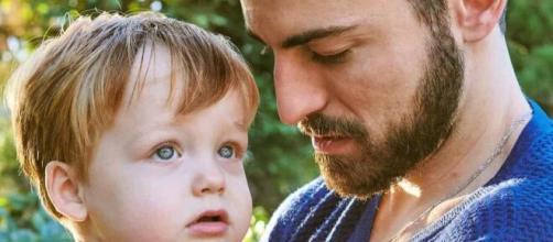 Thales Bretas posa com os filhos em capa de revista (Reprodução/Instagram/@thalesbretas)