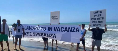 I gestori delle discoteche hanno raggiunto il ministro Speranza a Castiglione della Pescaia ed hanno protestato per chiusura dei locali a ballo.