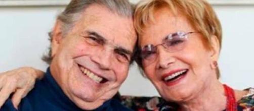 Tarcísio Meira e Glória Menezes estavam vacinados e isolados, mas uma bobeada colocou o casal em risco (Arquivo Blasting News).