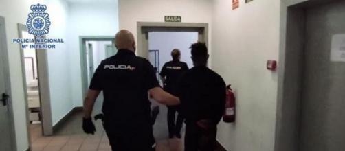 Uno de los detenidos por secuestro y abuso en 'manada' de una joven (@policia)