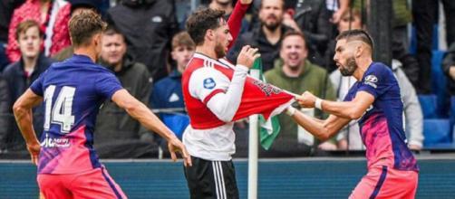 Yannick Carrasco a été exclu contre Feyenoord. (Source : capture Youtube)