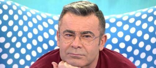 Jorge Javier se encuentra de vacaciones en Grecia pero ha querido entrar en directo el pasado 'Sálvame' (Telecinco)