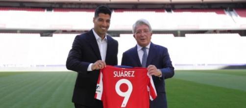 Luis Suarez e il presidente dell'Atletico Madrid Cerezo.