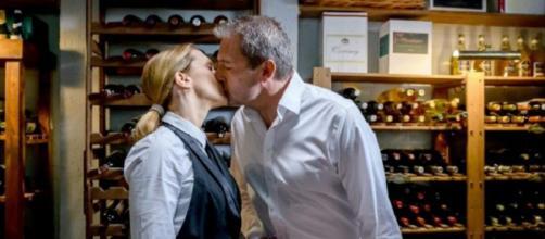 Tempesta d'amore, trame tedesche: Christoph e Rosalie si baceranno appassionatamente.