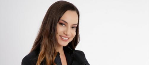 Elisa Scheffler, showgirl, modella, giornalista, influencer, presentatrice e opinionista tv.