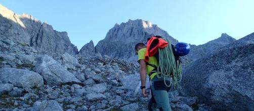 Brescia, 54enne precipita mentre scala il Badile: muore dentista, padre di 4 figli.