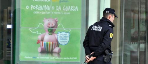 Fotografía de un agente de la Policía portuguesa (Flickr)