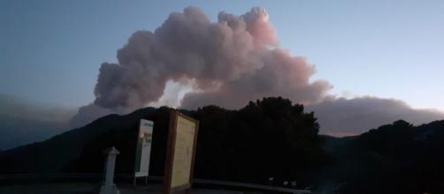El fuego en Sierra Bermeja continúa en actividad pero ha sido controlado gracias a la lluvia que cayó ayer por la noche (@Plan_INFOCA))