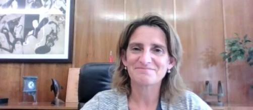 La vicepresidenta tercera de España Teresa Ribera sostuvo que el paquete de medidas ayudará para bajar el coste de la luz (@mitecogob)