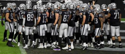 Les Raiders gagnent avec difficulté contre les Ravens.
