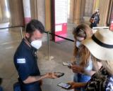 Friuli, addetta dell'aeroporto malmenata: aveva chiesto il Green pass a dei passeggeri.