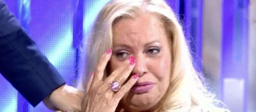 Bárbara Rey llora desconsolada en el momento de conocer el secreto de su hija (Telecinco)