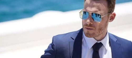 Love is in the air, l'attore di Serkan Bolat vola in Italia per registrare la puntata di Verissimo.