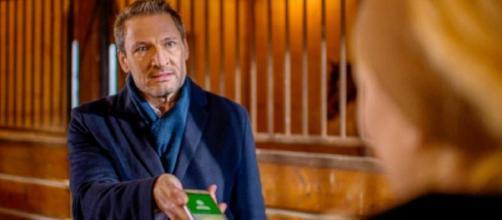 Tempesta d'amore, trame tedesche: Christoph accusa Selina di averlo tradito alla stampa.