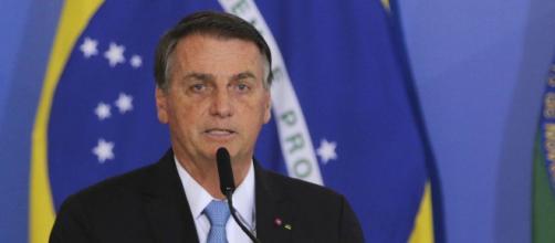 Bolsonaro se irrita com reclamação de apoiador (Agência Brasil)