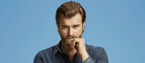Cesur Ve Güzel, 5 curiosità su Kıvanç Tatlıtuğ: nominato il 'Brad Pitt del Medio oriente',