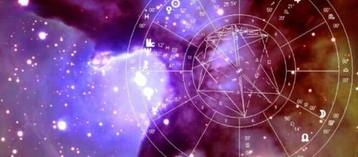 L'oroscopo del weekend sino al 26 settembre: Luna intensa per Ariete, Bilancia in sintonia.