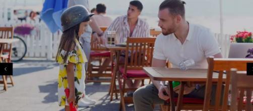 Love is in the air, trama turca: Serkan rischia di apprendere che Kiraz sia figlia di Eda.