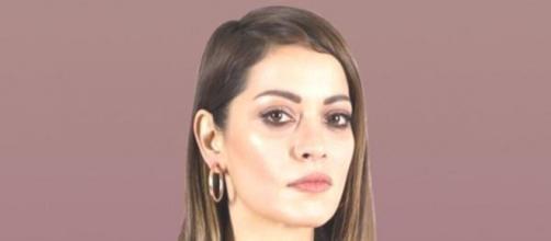 Sezin Akbaşoğulları è nata in Turchia nel 1981.