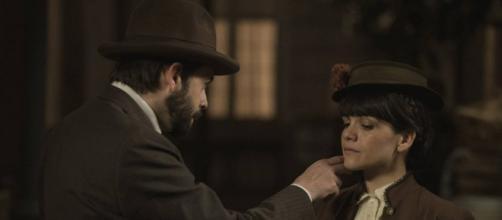 Una Vita, trame ottobre: Velasco ordinerà a Laura di avvelenare il marito di Genoveva.