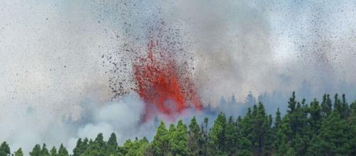Un volcán entra en erupción en La Palma. (RTVE)