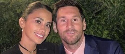 Lionel Messi et sa femme Antonella (Source : capture YouTube)