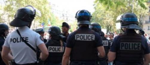 El agresor tras no tener el pase sanitario se fue del lugar pero luego regresó con un arma (@prefpolice)