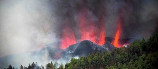 Se espera que a lo largo de la tarde, la lava del volcán alcance el mar (@rtve)