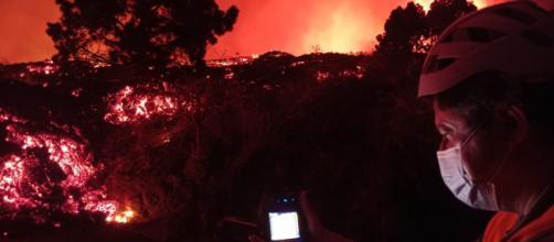 Entre 200 y 300 viviendas fueron destruidas por la lava del volcán de Cumbre Vieja (@involcan)