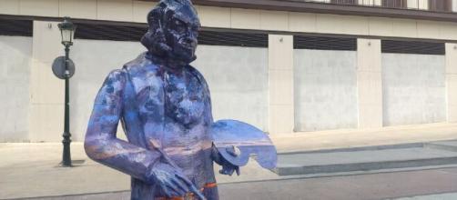 Un joven dañó una escultura en homenaje al pintor Francisco De Goya (@zaragoza_es)